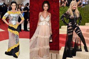 10 bộ cánh 'khó cảm' bậc nhất trong lịch sử Met Gala: Selena Gomez vẫn khiến fan 'mếu máo' khi nhìn lại