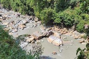 Khai thác vàng gây ô nhiễm nghiêm trọng sông Nước Ái