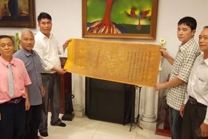 Nhóm Nhân sĩ Hà Đông trao lại 15 đạo sắc phong cho Hà Nam
