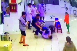 Hai cha con tấn công bảo vệ, điều dưỡng bệnh viện Lâm Đồng