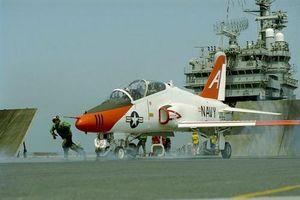 Hải quân Mỹ tìm kiếm máy bay huấn luyện phản lực thế hệ mới