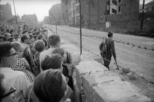 Cuộc sống ở hai bên Bức tường Berlin trước khi bị kéo sập