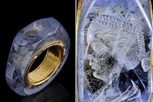 Bí ẩn chiếc nhẫn sapphire 2.000 năm khắc chân dung người vợ thứ 4 của hoàng đế trụy lạc bậc nhất La Mã