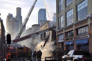 Cháy nổ tại trung tâm thương mại ở Los Angeles, 10 lính cứu hỏa bị thương