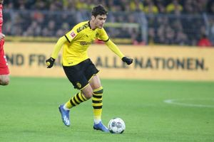 Hàng loạt cầu thủ Bundesliga chấn thương trong ngày tái xuất