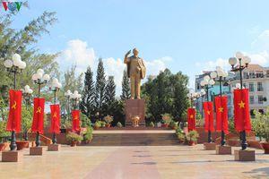 Câu chuyện về chọn vị trí đặt tượng đài Bác Hồ trên bến Ninh Kiều