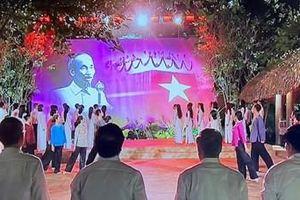 'Hồ Chí Minh - Sáng ngời ý chí Việt Nam'