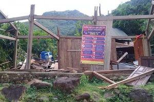 Quảng Bình: Lốc xoáy làm 50 ngôi nhà bị tốc mái
