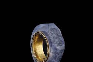 Chuyện lạ: Người đàn bà bí ẩn trong chiếc nhẫn sapphire gần 2.000 tuổi
