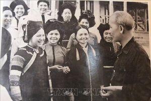 Bảo tàng Hồ Chí Minh chi nhánh tỉnh Bình Thuận tiếp nhận bộ ảnh về Bác do người dân trao tặng