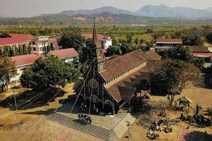 Kiệt tác Nhà thờ Gỗ Kon Tum hơn 100 năm tuổi đậm sắc màu Tây Nguyên