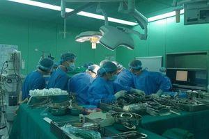 Bệnh nhân xơ gan nặng hồi sinh nhờ lá gan hiến 'xuyên Việt' trong đêm
