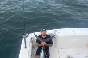 Ngư dân Mỹ bắt được cá ngừ khổng lồ, nặng bằng chiếc xe máy