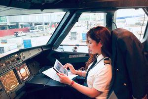 Nữ cơ phó hãng bay được báo Trung khen ngợi đẹp nhất Việt Nam