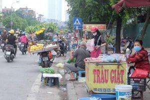 Nhức nhối tình trạng chợ cóc trên phố Cương Kiên