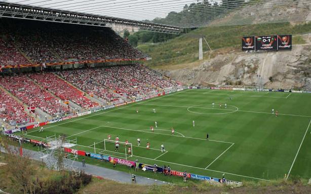 8 sân vận động bóng đá kì lạ nhất thế giới