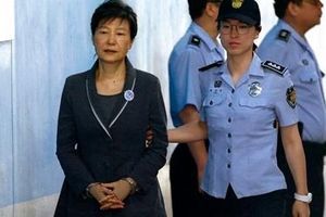 Nữ Tổng thống Hàn Quốc đầu tiên đối mặt án 35 năm tù