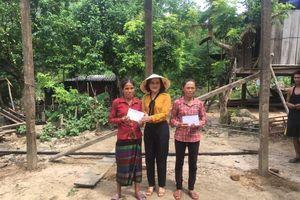 Quảng Bình: Hỗ trợ các hộ bị thiệt hại do lốc xoáy ở xã Trường Sơn