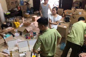 Hà Nội: Tạm giữ hơn 1.800 sản phẩm mỹ phẩm không rõ nguồn gốc