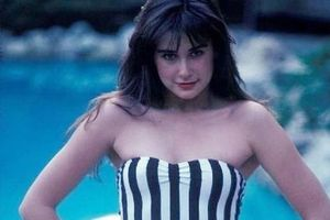 Demi Moore đăng ảnh mặc áo tắm thời trẻ