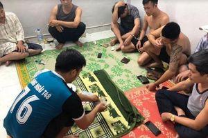 Nhiều cán bộ tham gia đánh xóc đĩa bị bắt quả tang