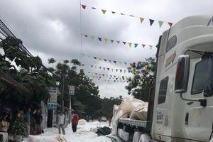 Yên Bái: Giữa trưa nắng, đường như phủ tuyết trắng xóa vì bột đá rơi xuống