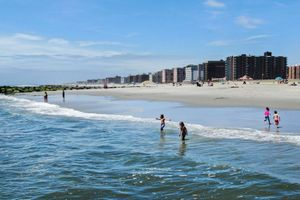 Dân New York bị xua đuổi khỏi các bãi biển lân cận