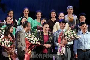 Khán giả chật kín xem 'Bệnh sĩ' của Lưu Quang Vũ