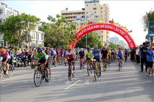 Giải đua xe đạp 'Hành trình cùng thành phố du lịch biển xứ Thanh'