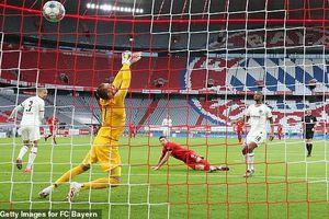 Thủng lưới 2 bàn trong 2 phút, Bayern Munich vẫn đè bẹp Frankfurt