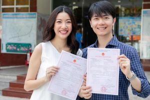 Á hậu Thúy Vân đăng ký kết hôn với chồng doanh nhân