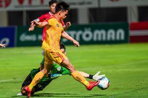 Bàn thắng giây cuối giúp CLB Thanh Hóa đi tiếp ở cúp quốc gia