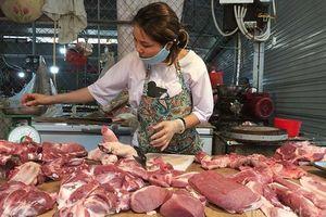 Thịt lợn cao chót vót, dân bớt khẩu phần, chợ ế chưa từng có