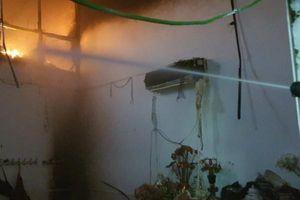 Dập tắt đám cháy nhà dân tại quận Hoàng Mai