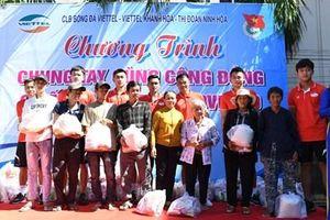 Viettel FC trao quà tặng người dân có hoàn cảnh khó khăn
