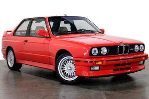 BMW M3 E30 của Paul Walker sang tay với giá 150.000 USD
