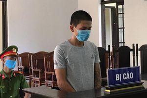 Đánh nữ nhân viên chốt kiểm dịch, nam thanh niên lãnh 9 tháng tù