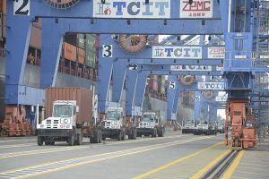 Đòi hỏi cái bắt tay giữa các cảng biển