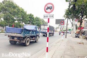 Cấm xe tải trọng lớn lưu thông vào giờ cao điểm là phù hợp