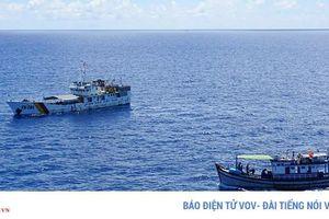 Ngư dân Bình Thuận vượt sóng bám biển Trường Sa