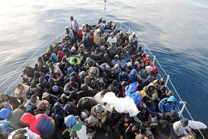 Lực lượng bảo vệ bờ biển Libya ngăn chặn gần 400 người di cư tới châu Âu