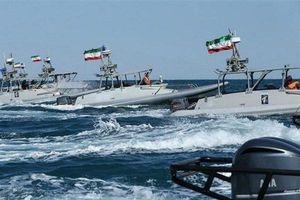 Iran đe dọa đốt tàu buôn lậu nhiên liệu ở Vịnh Ba Tư