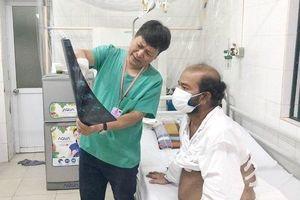 Chăm sóc y tế cho bệnh nhân nước ngoài mắc kẹt ở Việt Nam trong dịch Covid-19
