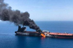 Iran quyết hành động, tàu chở hàng của Mỹ gặp nguy: Ai sợ ai?