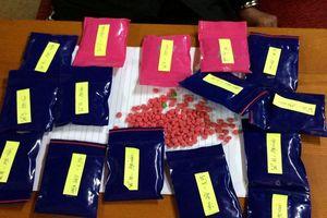 Bắt giữ người phụ nữ 'ôm' 15 gói ma túy bán kiếm lời