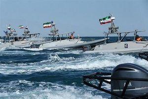 Iran dọa đốt cháy tàu chở nhiên liệu trên Vịnh Ba Tư