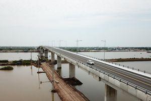 Chính thức thông xe cầu Thịnh Long nối liền đôi bờ sông Ninh Cơ