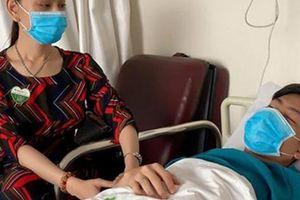 Ca sĩ chuyển giới Lâm Khánh Chi chăm sóc chồng nằm viện sau ồn ào chia tay