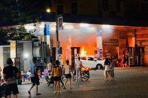 Công an Hà Nội đang làm rõ vụ cháy tại cây xăng Hào Nam trong đêm