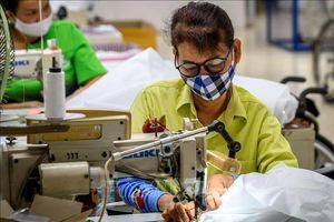 Thái Lan tự sản xuất quần áo bảo hộ y tế